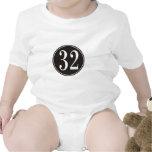 Círculo negro #32 traje de bebé