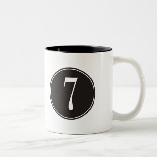 Círculo negro #7 taza de dos tonos
