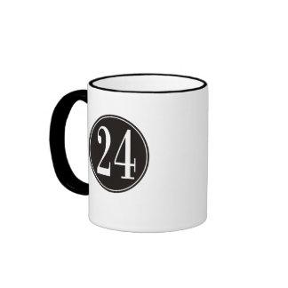 Círculo negro - número 24 (frente) taza de dos colores