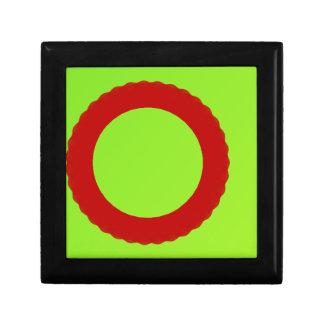 círculo rojo con el fondo verde cajas de joyas