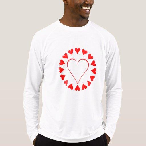 Círculo rojo del corazón camisetas