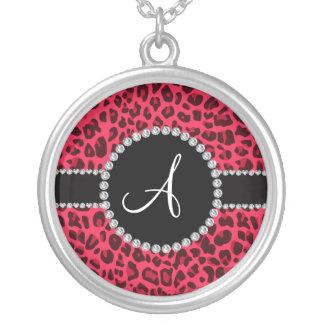 Círculo rosado del estampado leopardo del monogram grímpola
