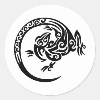 Círculo tribal del lagarto pegatina redonda