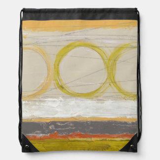 Círculos amarillos y anaranjados en fondo mochilas