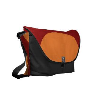 Círculos anaranjados en rojo bolsa de mensajería