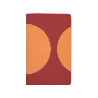 Círculos anaranjados en rojo cuadernos grapados