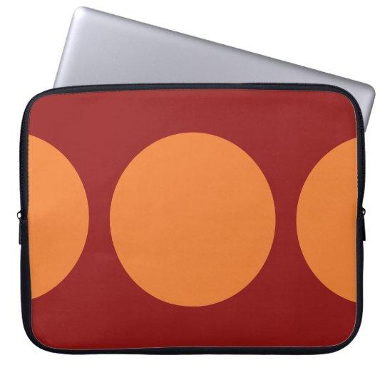 Círculos anaranjados en rojo funda computadora