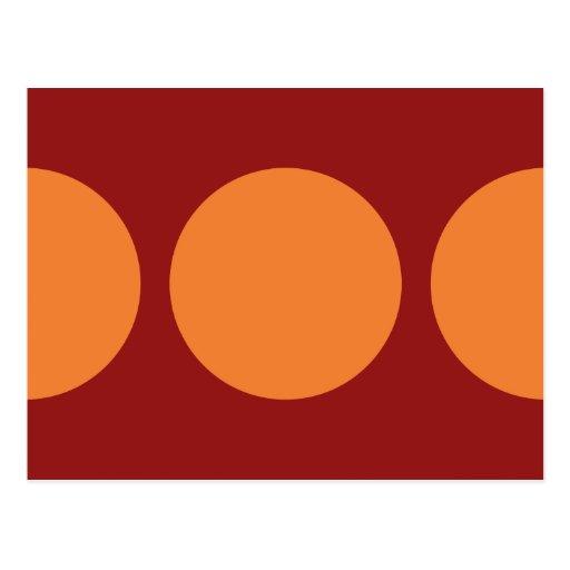 Círculos anaranjados en rojo postales