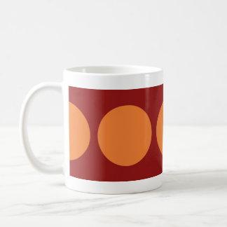 Círculos anaranjados en rojo tazas