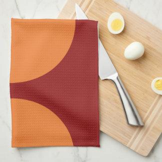 Círculos anaranjados en rojo toalla de mano
