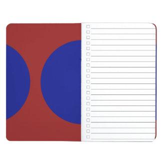 Círculos azules en rojo cuaderno