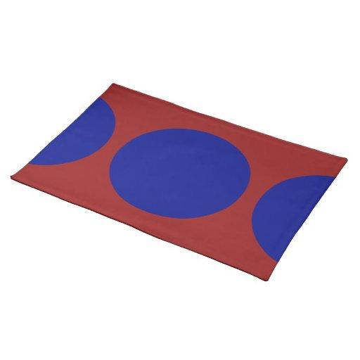 Círculos azules en rojo manteles