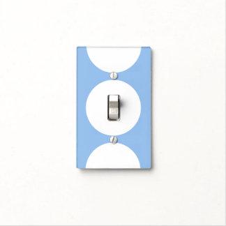 Círculos blancos en azul claro tapas para interruptores
