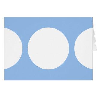 Círculos blancos en azul claro tarjeta de felicitación