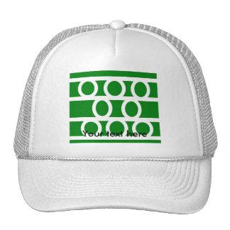 Círculos blancos modernos en fondo verde gorros bordados