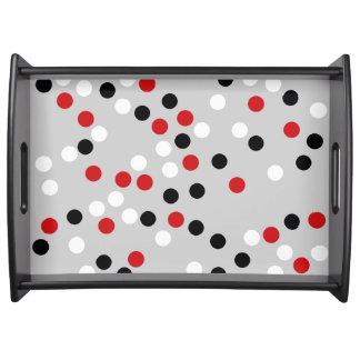 círculos blancos negros rojos bandejas