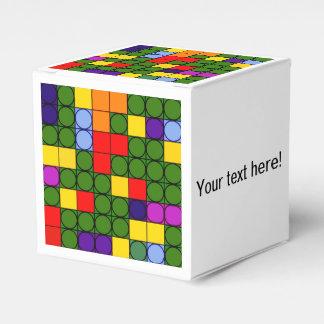 Círculos coloridos en cuadrados cajas para detalles de boda