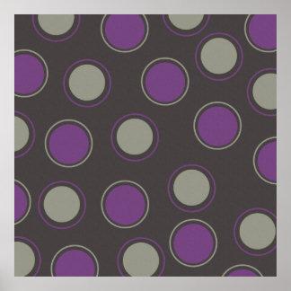 Círculos concéntricos de los lunares púrpuras gris póster