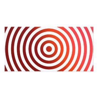 Círculos concéntricos rojos tarjeta fotográfica personalizada