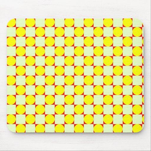 Círculos del amarillo de la Plaza Roja Tapetes De Ratones
