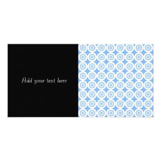 Círculos geométricos azul claro y blancos del plantilla para tarjeta de foto