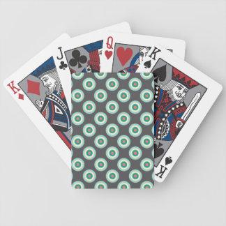 Círculos grises de la combinación barajas de cartas