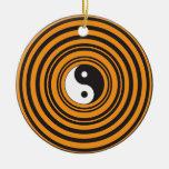 Círculos negros anaranjados del símbolo de Yin Yan Ornamentos De Reyes Magos