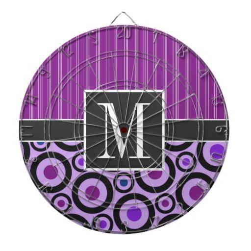 Círculos púrpuras femeninos y puntos tablero de dardos