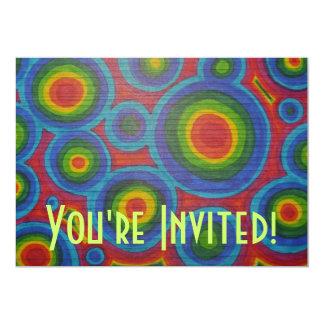 Círculos retros - arte colorido abstracto del arco invitación 12,7 x 17,8 cm