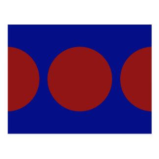 Círculos rojos en la postal azul