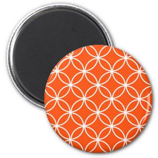 Círculos traslapados del diseño moderno en naranja imán redondo 5 cm