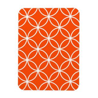 Círculos traslapados del diseño moderno en naranja rectangle magnet