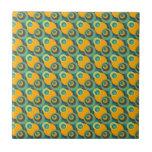 Círculos traslapados verdes y amarillos del vintag azulejos
