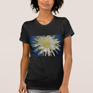 cirio de floración de noche blanca (undatus) del camiseta