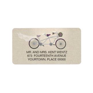 Ciruelo en tándem de la bicicleta que casa el remi etiquetas de dirección