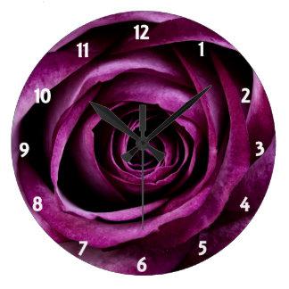 Ciruelo oscuro color de rosa reloj redondo grande