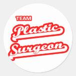 Cirujano plástico del equipo pegatina redonda