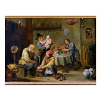 Cirujano que tiende al pie de un viejo hombre postal