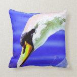 Cisne blanco hermoso almohada