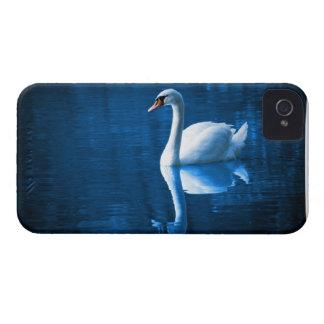 Cisne en el caso del iPhone 4/4S del lago Case-Mate iPhone 4 Carcasa