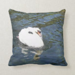 cisne en el lago almohada