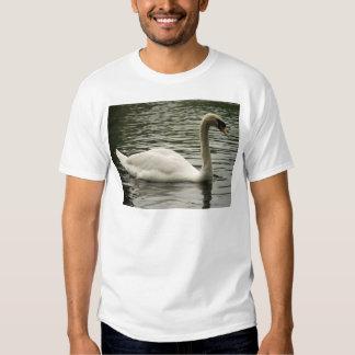 Cisne en el lago polera