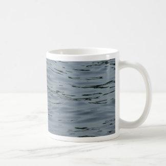 Cisne en el lago tazas de café