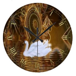 Cisne en el reloj de pared surrealista del agua de