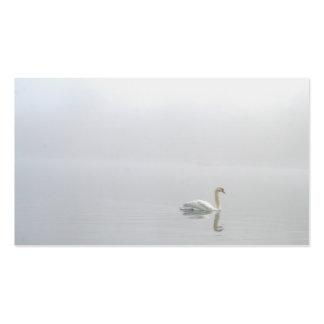 Cisne en la niebla tarjetas de visita