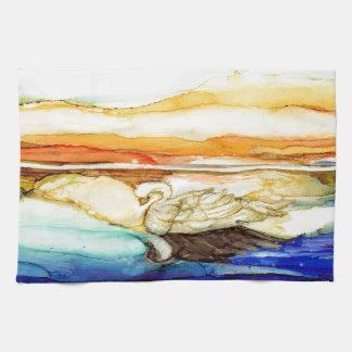 Cisne en la puesta del sol toallas