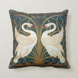 Cisne, precipitación e iris de la grúa de almohada
