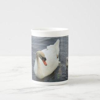 cisne y pollos del cisne taza de porcelana