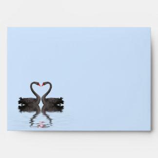 Cisnes de Romancing del sobre de la invitación A7