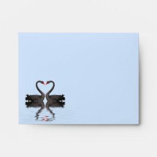 Cisnes de Romancing del sobre de RSVP A2 que casan
